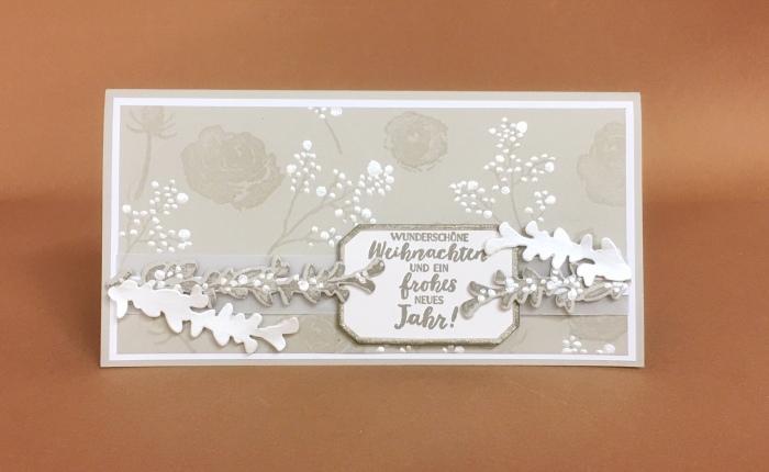 Eisblüten im elegantenWeihnachtskleid